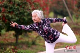 中 후베이(湖北) 75세 요가 할머니