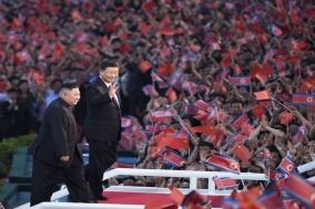시진핑 주석과 부인 펑리위안, 北 대형집단체조 및 예술공연 관람